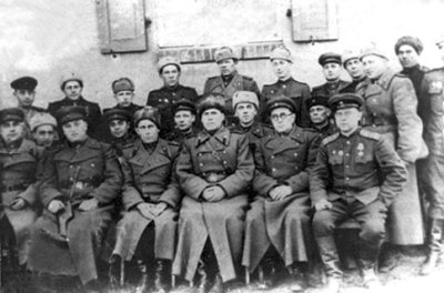 Генерал Й.М. Панкратов и командование 287-й стрелковой дивизии в освобожденном Новоград-Волынском.