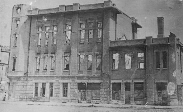Разрушенное бомбежками здание городской управы Павлограда.