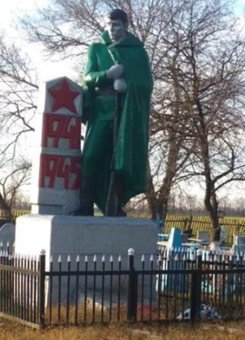 п. Встречный Новоалександровского р-на. Памятник советским воинам.