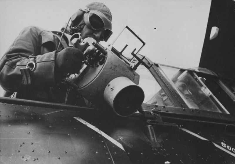 Ведение аэрофотосъемки с борта самолета Хеншель Hs.126. 1939 г.