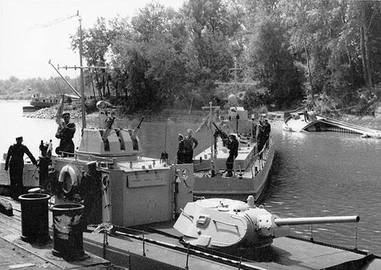 Катера Дунайской военной флотилии в порту Вилково. Август 1944 г.