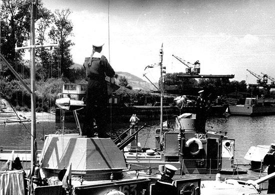 Бронекатера Дунайской военной флотилии входят в порт Галац. Август 1944 г.