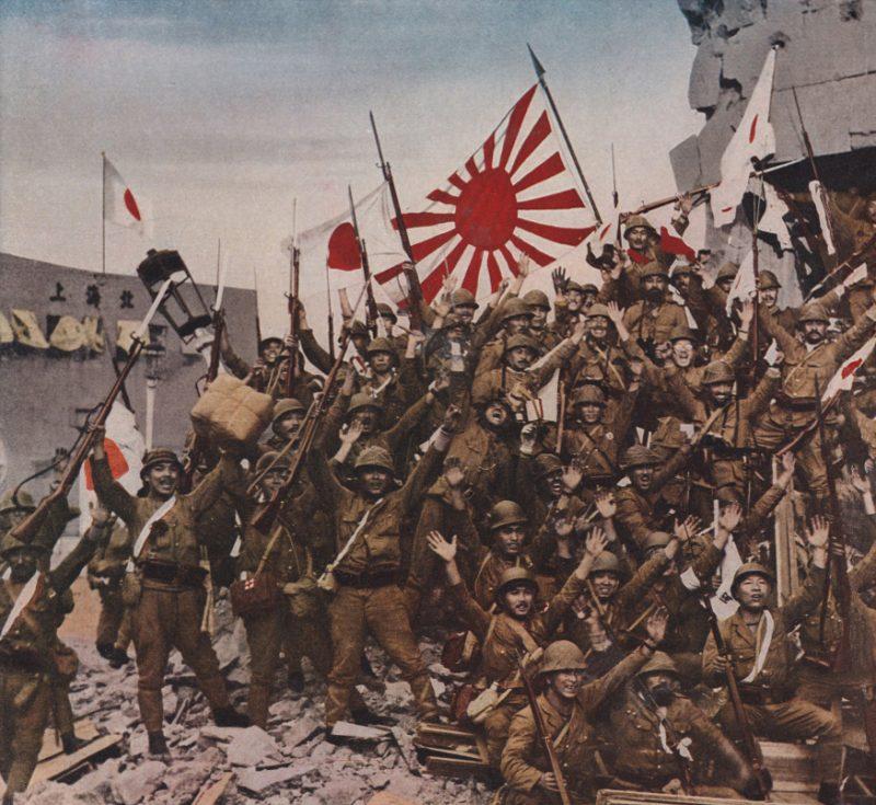 Японцы празднуют захват Шанхая.