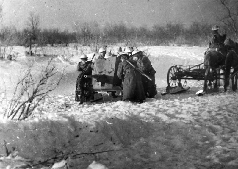Противотанковое орудие взвода противотанковой роты чехословацкого батальона.