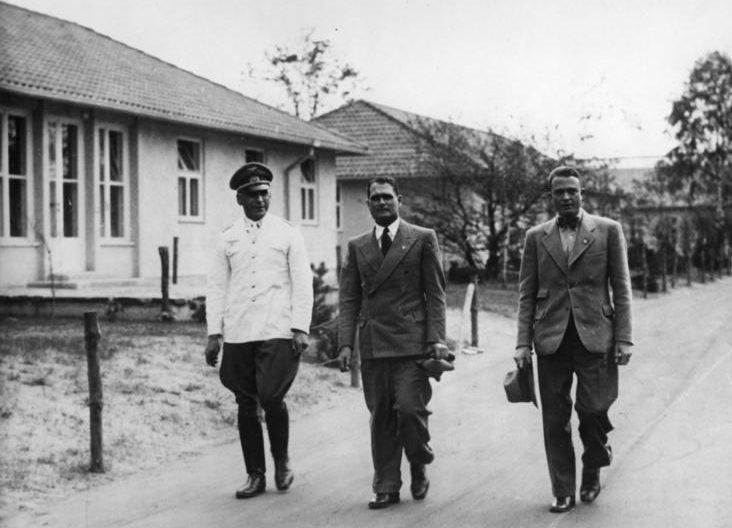 Рудольф Гесс в олимпийской деревне. 1936 г.