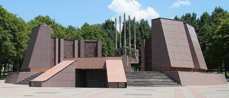г. Пятигорск. Мемориал «Победа» в Комсомольском парке, открытый в 1985 году.