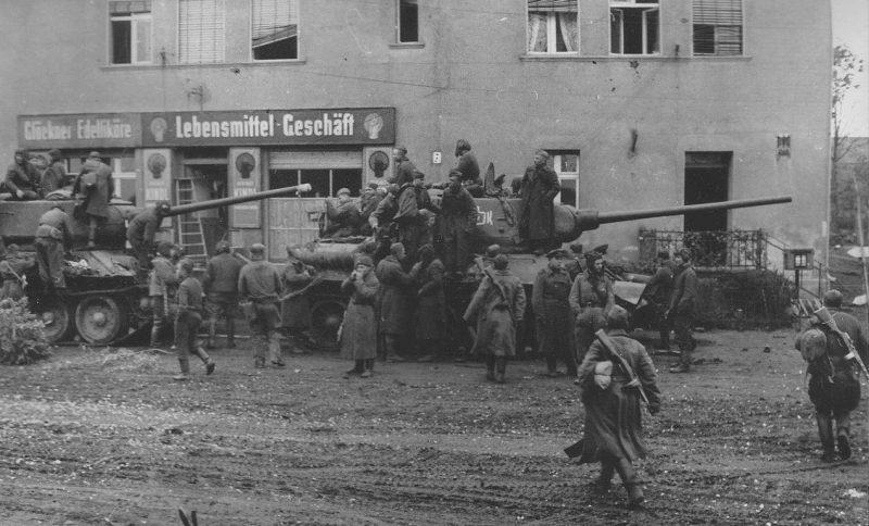 2-я гвардейская танковая армия в пригороде Берлина.