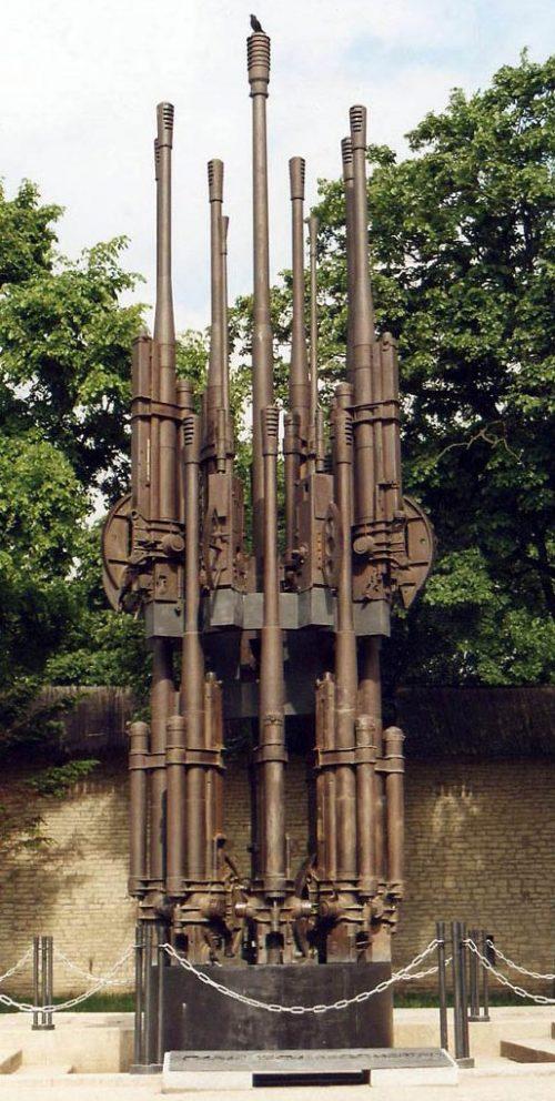 Памятник погибшим воинам.