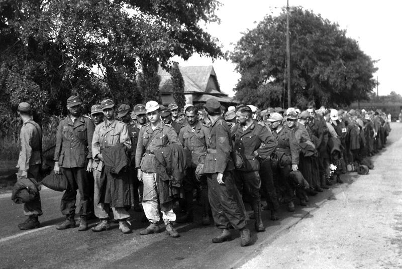 Немецкие военнопленные прибывают в лагерь Алисевиль. Алабама. 1943 г.