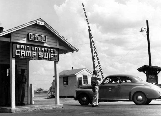 Контрольно-пропускной пункт лагеря «Кэмп Свифт» в штате Техас, где содержалось около 10 тысяч немецких военнопленных.