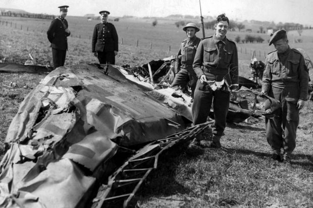 Обломки Мессершмитта Рудольфа Гесса. 11 мая 1941 г.
