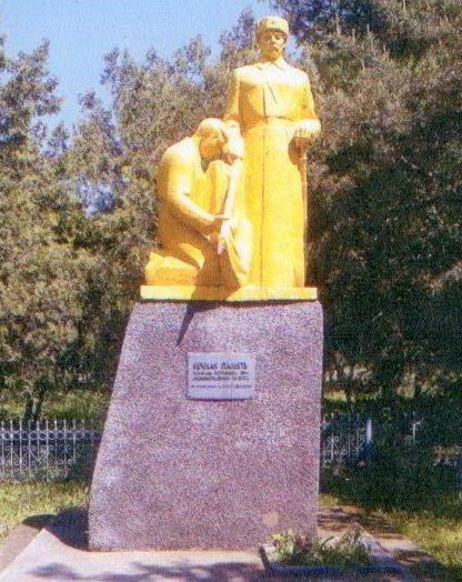 х. Всадник Александровского р-на. Памятник, установленный в 1973 году на братской могиле воинов, погибших при освобождении хутора в январе 1943 года.