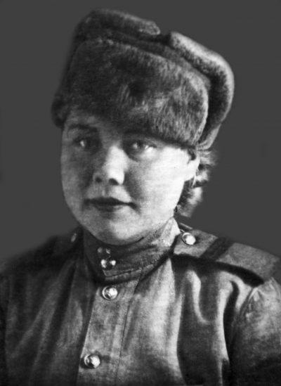 Командир стрелкового отделения мл. сержант Раиса Алексеевна Крюкова/Волчкова.