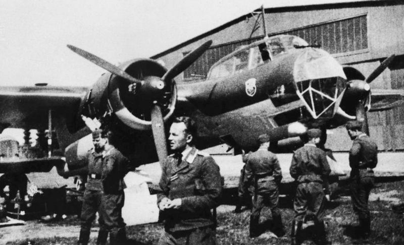 Самолет-разведчик Дорнье Do-17Z на аэродроме в районе Копенгагена. Апрель 1940 г.