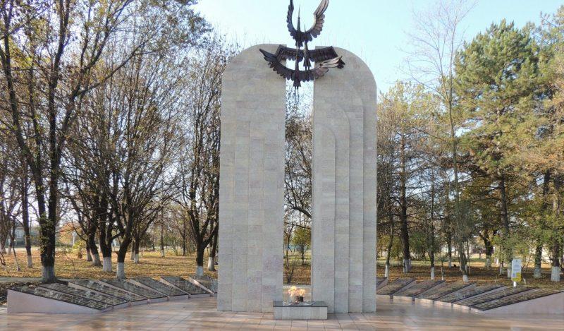 ст-ца. Георгиевская Георгиевского р-на. Мемориальный комплекс «Журавли», открытый в 1992 года.