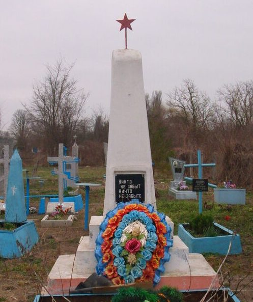 х. Крупско-Ульяновский Кировского р-на. Памятник погибшим воинам при освобождении хутора 5-6 января 1943 года.