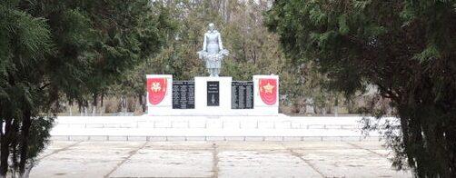 с-з «Красная Заря» Новоалександровского р-на. Братская могила советских воинов, погибших в боях в 1942 - 1943 годах.