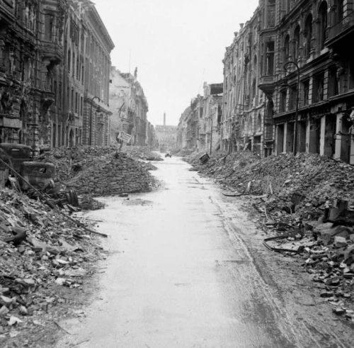 Улицы Берлина после штурма.