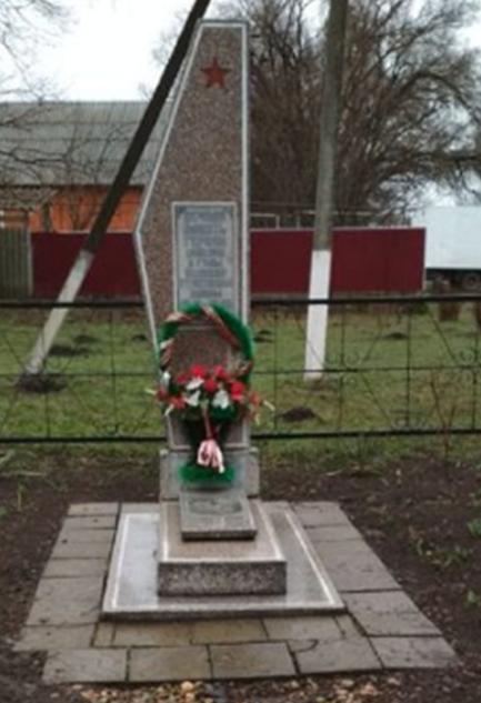 х. Краснодарский Новоалександровского р-на. Памятник землякам, погибшим в годы войны.