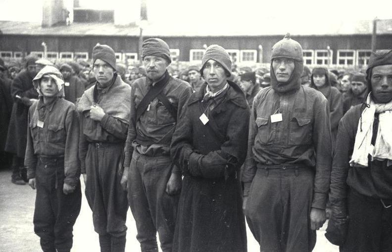 Советские военнопленные, прибывшие в концлагерь Маутхаузен.
