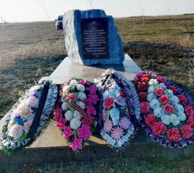 ст-ца. Марьинская Кировского р-на. Братска могила, в которой похоронено 3 советских воина.