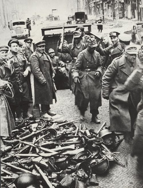Капитуляция берлинского гарнизона.
