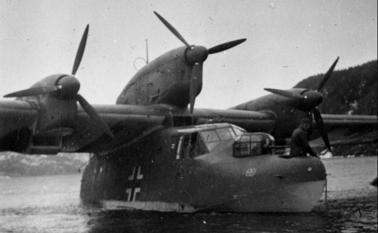 Дальний гидросамолет-разведчик BV.138A-1 в норвежском фьорде. Май 1940 г.