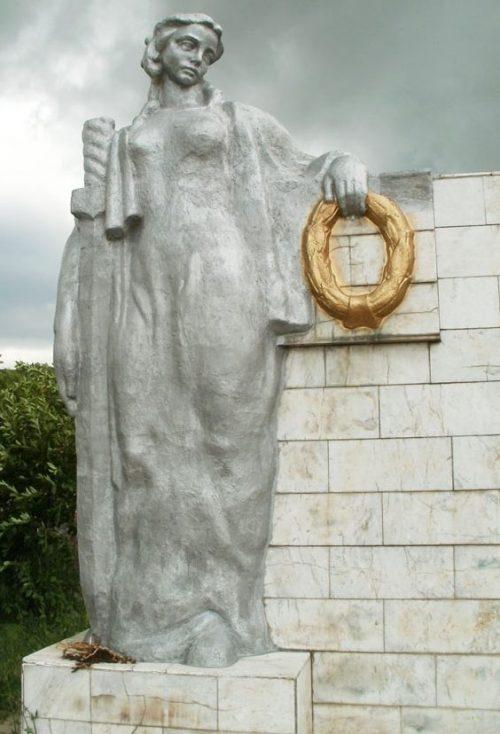 Скульптура часть мемориала.
