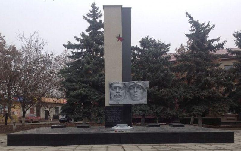 ст-ца. Новопавловская Кировского р-на Памятник, установленный на братской могиле воинов, погибших в годы Гражданской и Великой Отечественной войн.