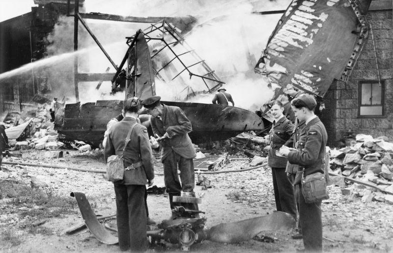 Упавший бомбардировщик в Шотландии. Июль 1940 г.