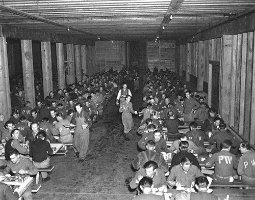 Столовая лагеря военнопленных в Юго-Восточной Аляске. Ноябрь 1945 года.