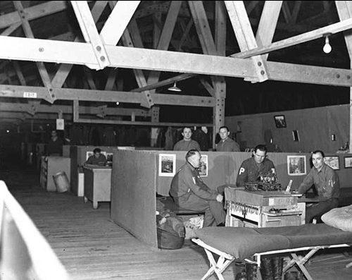 Жилое помещение лагеря военнопленных в Юго-Восточной Аляске. Ноябрь 1945 года.