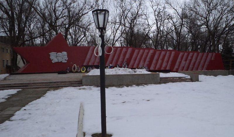 с. Северное Александровского р-на. Мемориал погибшим односельчанам, установленный в 1985 года.