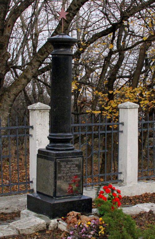 г. Пятигорск. Братская могила, в которой похоронено 68 советских граждан, погибших от рук немецко-фашистских захватчиков в 1943 году.