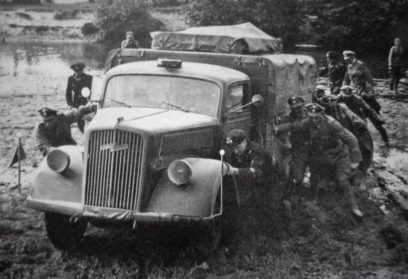 Грузовика «Opel Blitz» в районе Лодзи. Сентябрь 1939 г.