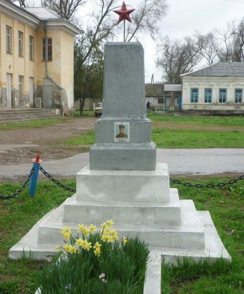 ст-ца. Советская Кировского р-на. Могила подполковника Кацеля, погибшего при освобождении станицы.
