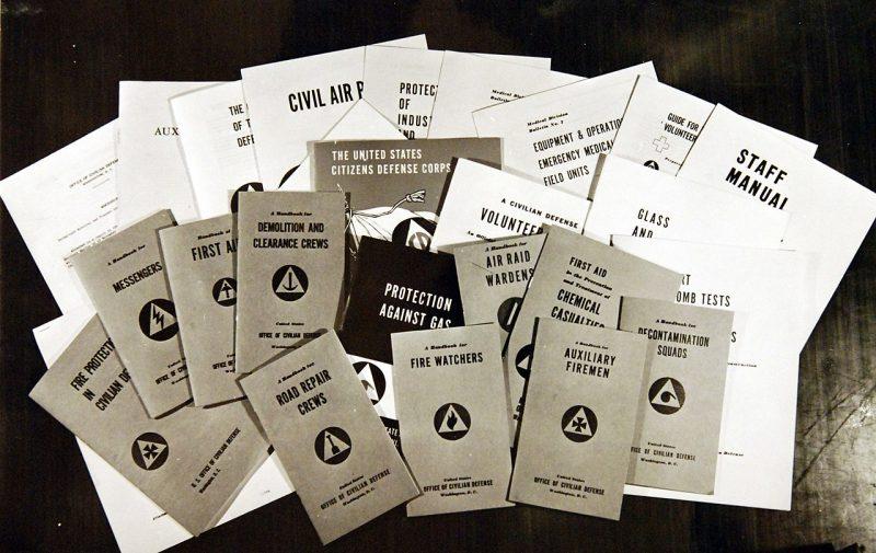 Справочники, руководства и бюллетени, изданные для добровольцев гражданской обороны.