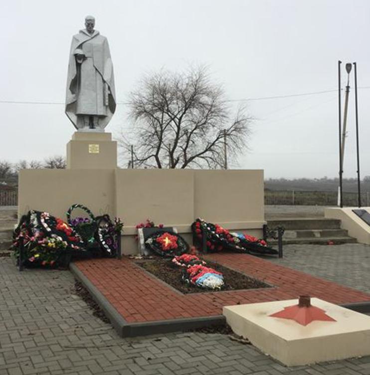 с. Правокумское Левокумского р-на. Памятник воинам-односельчанам, погибшим в годы войны.
