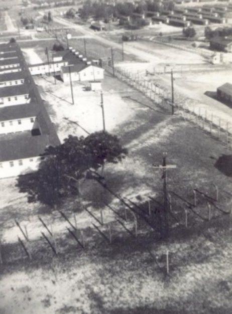 Сторожевая вышка, забор и бараки лагеря «Растон». 1944 г.