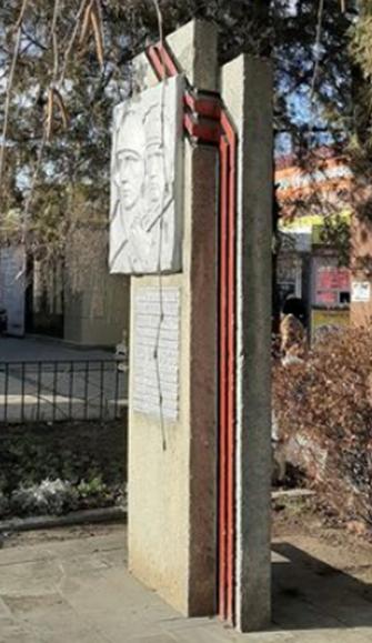 г. Новоалександровск. Памятный знак в честь бойцов 317-й стрелковой дивизии, установленный на Привокзальной площади.