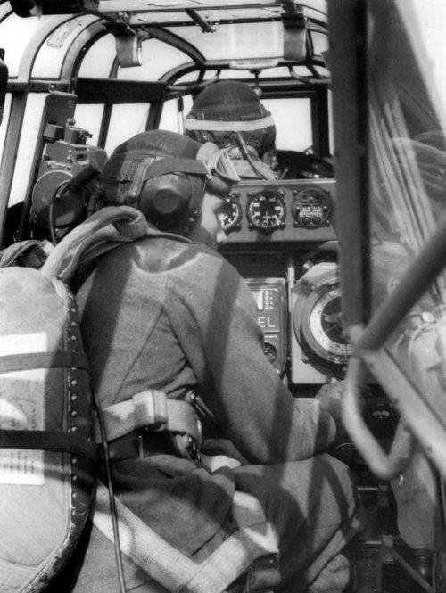 В кабине истребителя Мессершмитт Bf.110 во время полета. Ноябрь 1940 г.