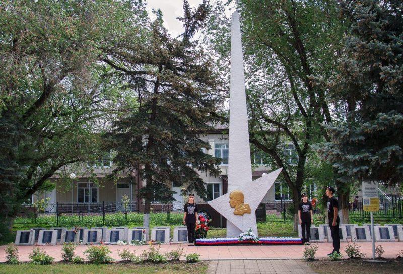 ст-ца. Подгорная Георгиевского р-на. Памятник, установленный на братской могиле воинов, погибших в годы Гражданской и Великой Отечественной войн.