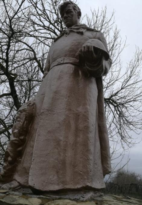 ст-ца. Урухская Георгиевского р-на. Памятник, установленный на братской могиле советских воинов, погибших в годы войны.