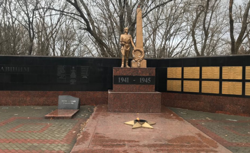 г. Пятигорск п. Иноземцево (Каррас). Братская могила советских воинов.