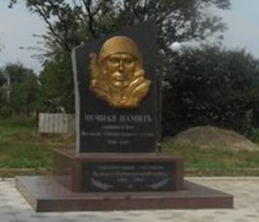 п. Присадовый Новоалександровского р-на. Памятник односельчанам, погибшим в годы войны.