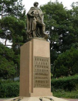 г. Кисловодск. Памятник советским воинам на воинском кладбище.