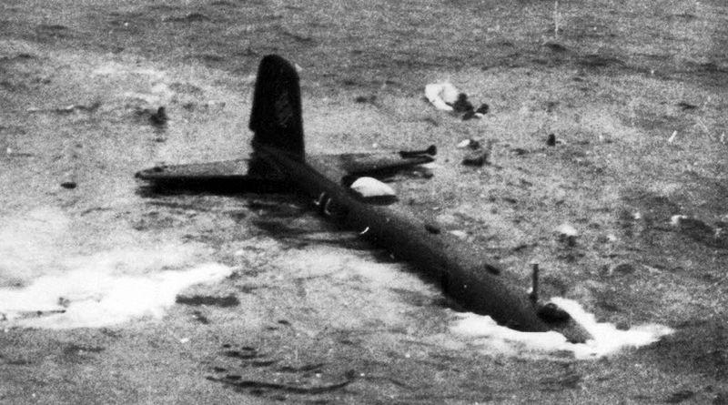 Сбитый морской разведчик-бомбардировщик Фокке-Вульф Fw.200 «Кондор» после аварийной посадки на воду. 1940 г.