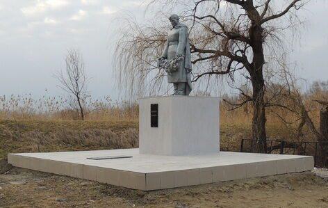 п. Равнинный Новоалександровского р-на. Братская могила воинов, погибших в годы войны.