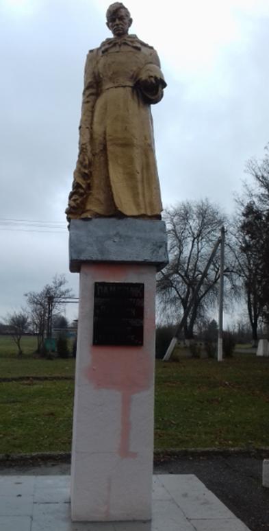 х. Восточный Советского р-на. Памятник Воину-победителю.