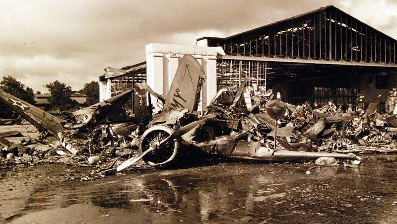 Разбитые самолеты на базе гидросамолетов острова Форд.